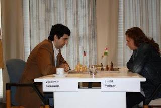 Ronde 2, Vladimir Kramnik (2791) 1-0 Judit Polgar (2701) © Site officiel