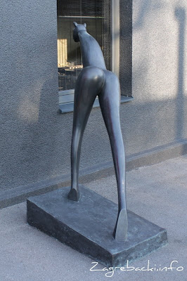 Žena-Mačka - Marija Ujević-Galetović, 2001.