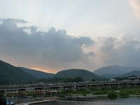 嵐山・渡月橋灯籠流しと鳥居形送り火