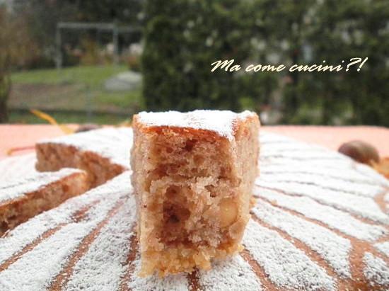 fetta di torta di castagne e mandorle