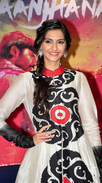 Sonam Kapoor Latest Hot Wallpapers