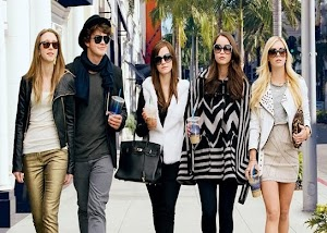 Muito glamour, drogas, Paris Hilton, Lindsay Lohan e outras celebridades sendo roubadas em Bling Ring