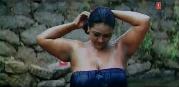 Mallu Aunty Shakeela Hot Bathing Scene Picture Images