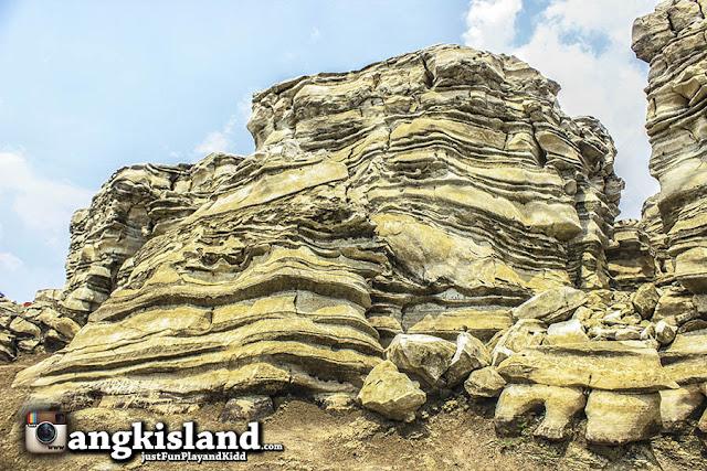 batu lubang sewu