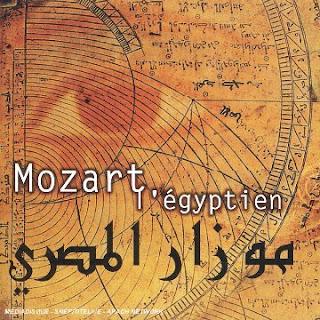 Portada de Mozart l'egyptien, disco de Hughes de Courson, autor de Lux obscura: un projet electro-medieval