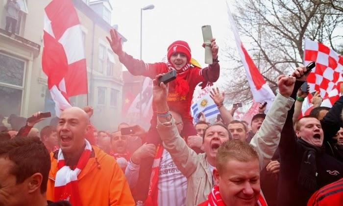 Luapan kegembiraan suporter Liverpool