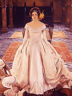 Disney girl grows up tv wedding vs tv wedding for Snow white wedding dress once upon a time