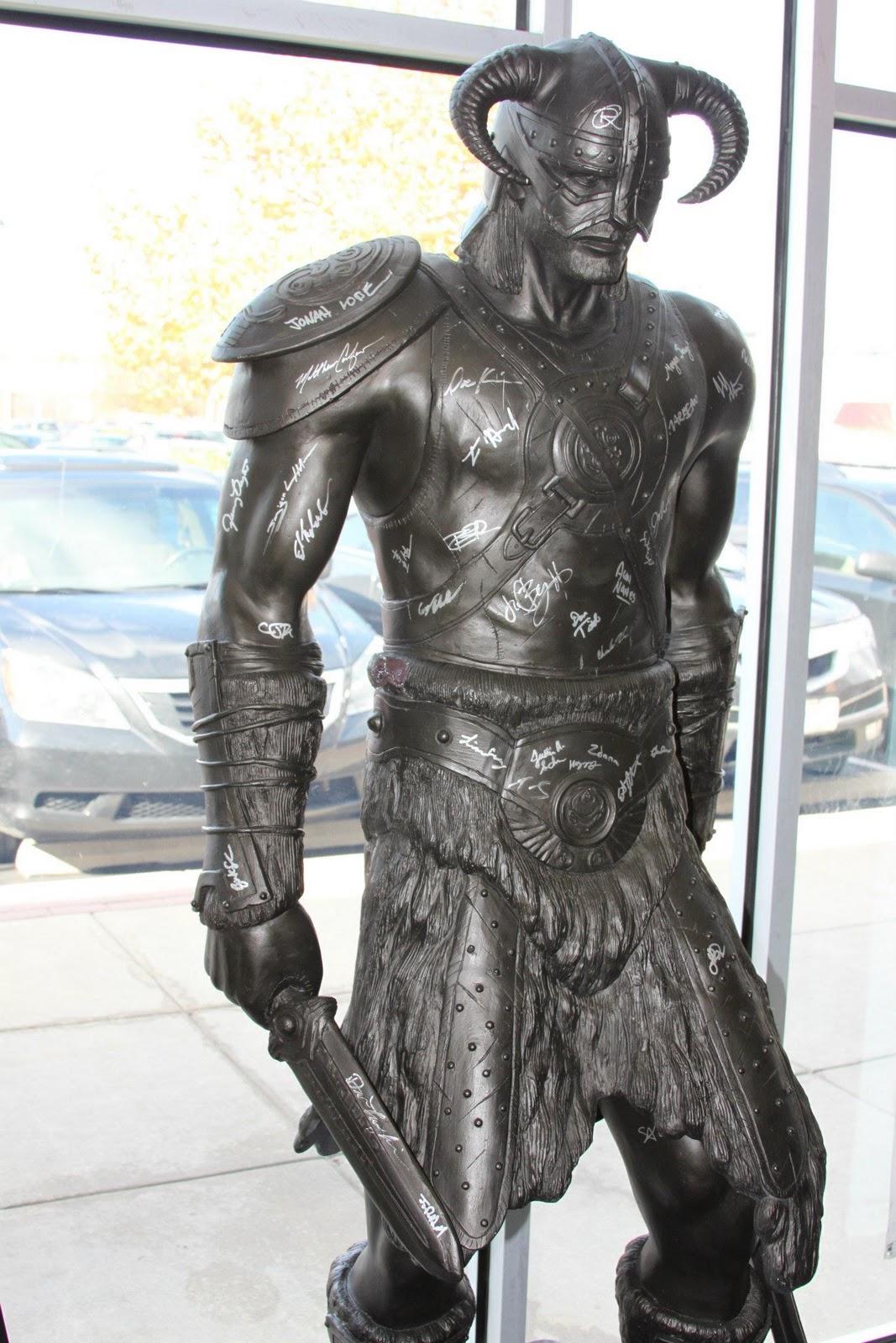 http://4.bp.blogspot.com/-CRmID_xbf2A/TsI3qGKjjBI/AAAAAAAAAhI/WA1ia_w0LxE/s1600/dragonborn-dovahkiin-statue1.jpg