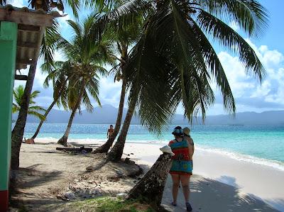Caracolas en Isla Guanidup, Guna Yala, San Andrés, Panamá, round the world, La vuelta al mundo de Asun y Ricardo, mundoporlibre.com