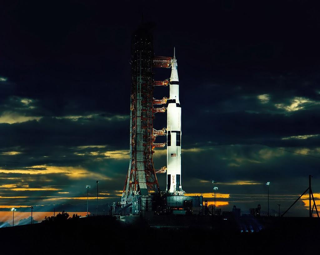 космическа ракета аполо сатурн космос изтрелване