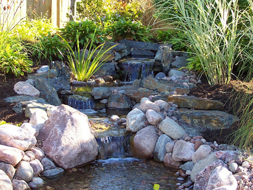 Backyard waterfall design ideas for Yard ponds and waterfalls