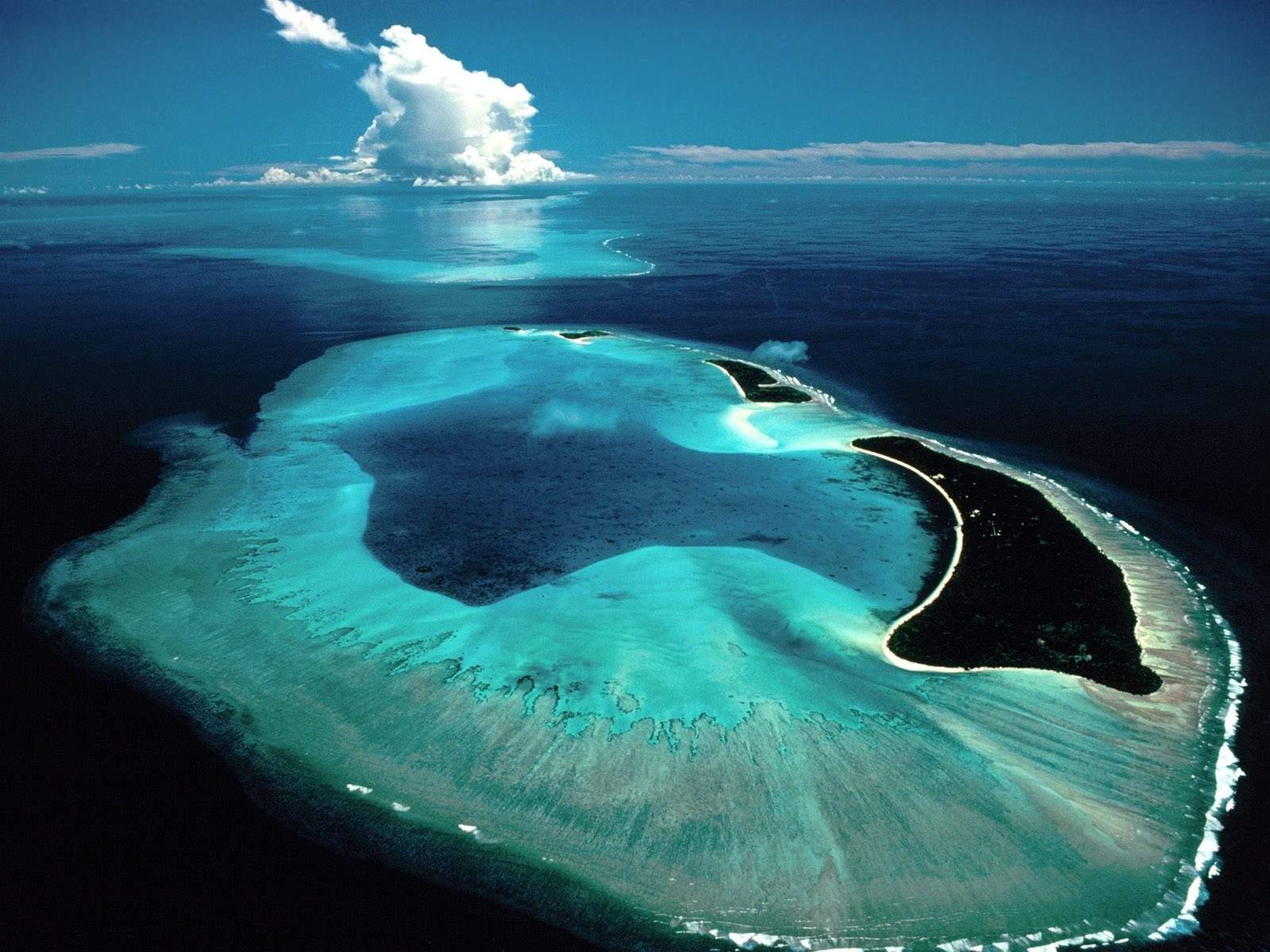 http://4.bp.blogspot.com/-CSDVgAxgmIg/UGWEB6pACcI/AAAAAAAAAZU/zQrw22MEiLU/s1600/1.death-waters-ocean-wallpaper-hd-landscape-desktop-background.jpg