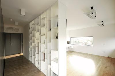 lorong rumah minimalis hitam putih