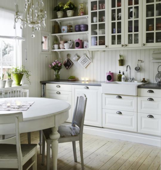 Otthon vidéken: Rózsaszín fehér vidéki konyha