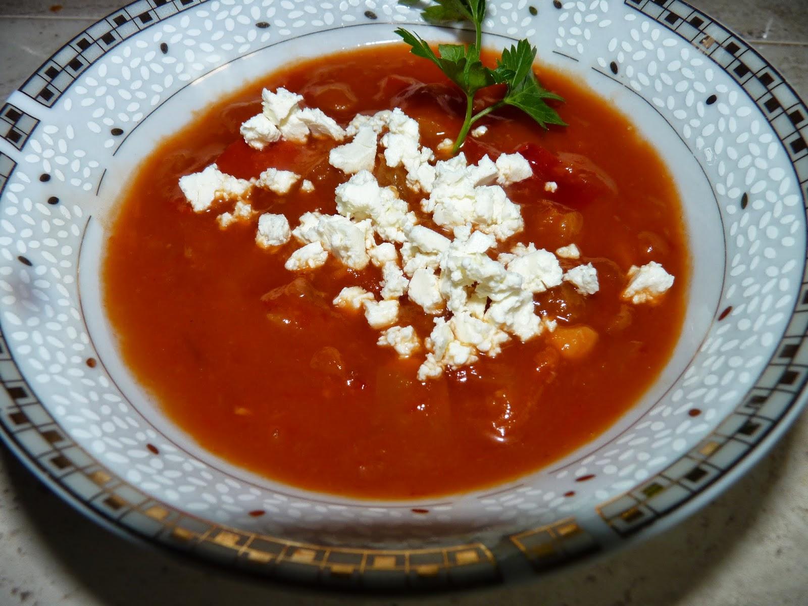 Zupa z pieczonej papryki z serem