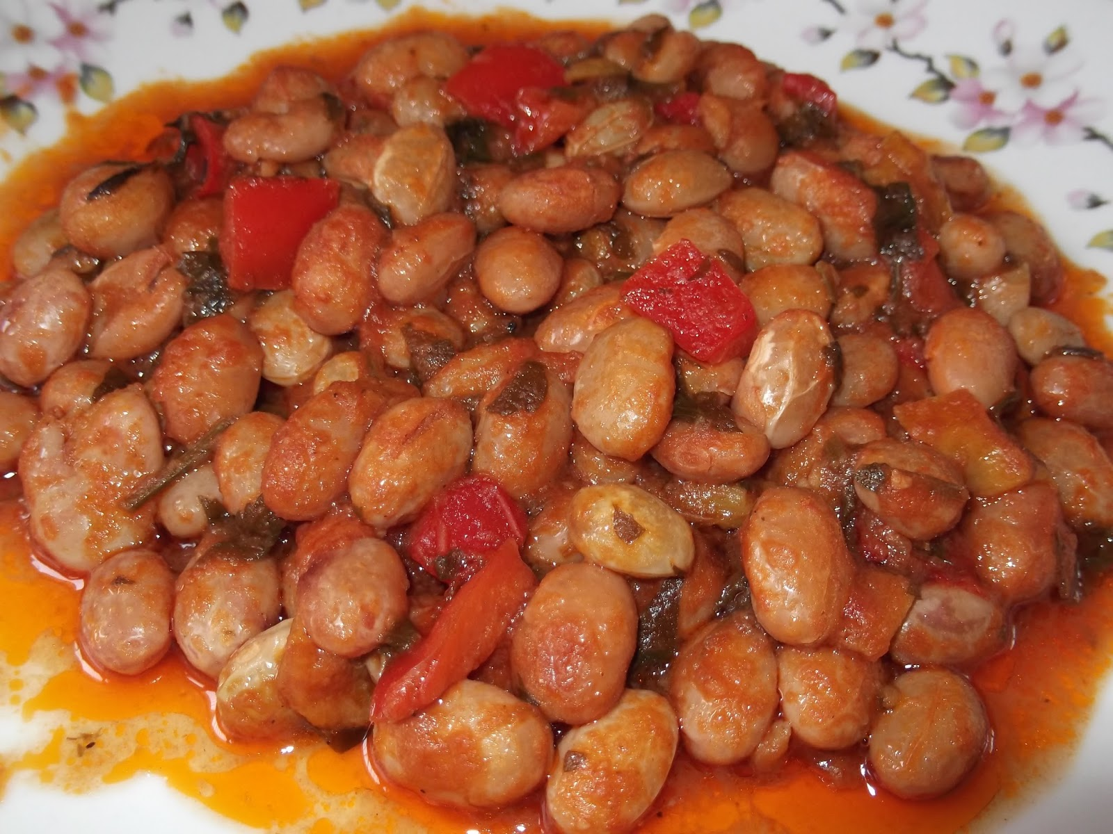Φασόλια χάντρες με πολύχρωμες πιπεριές