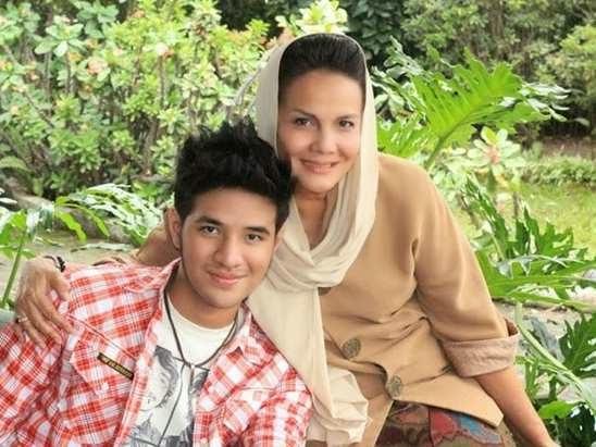 Foto Ammar Zoni bersama Bunda