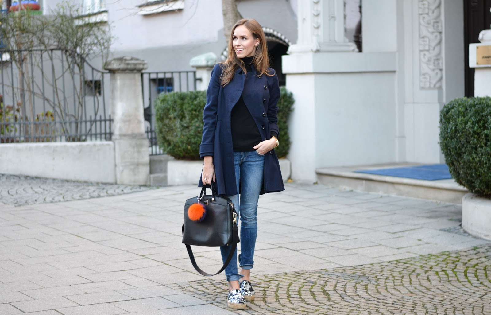 kristjaana mere casual feminine winter outfit with jeans