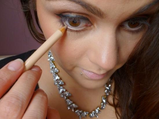 Cách trang điểm cho đôi mắt to căng tròn
