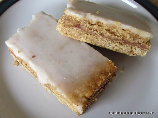Mainly Baking: Viennese Hazelnut Bars