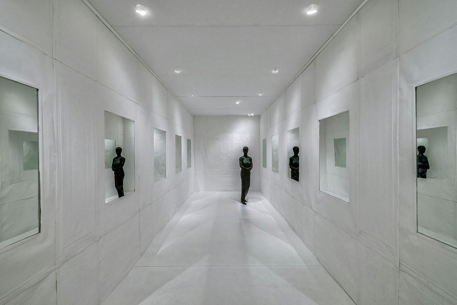 Installation raum mit federdame for Moderner raum