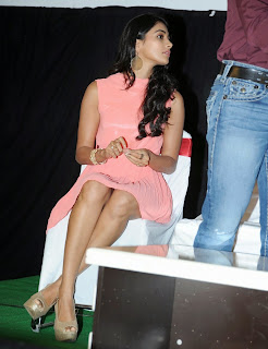 Actress Pooja Hegde Pictures in Short Dress at Oka Laila Kosam Prerelease Press Meet  28