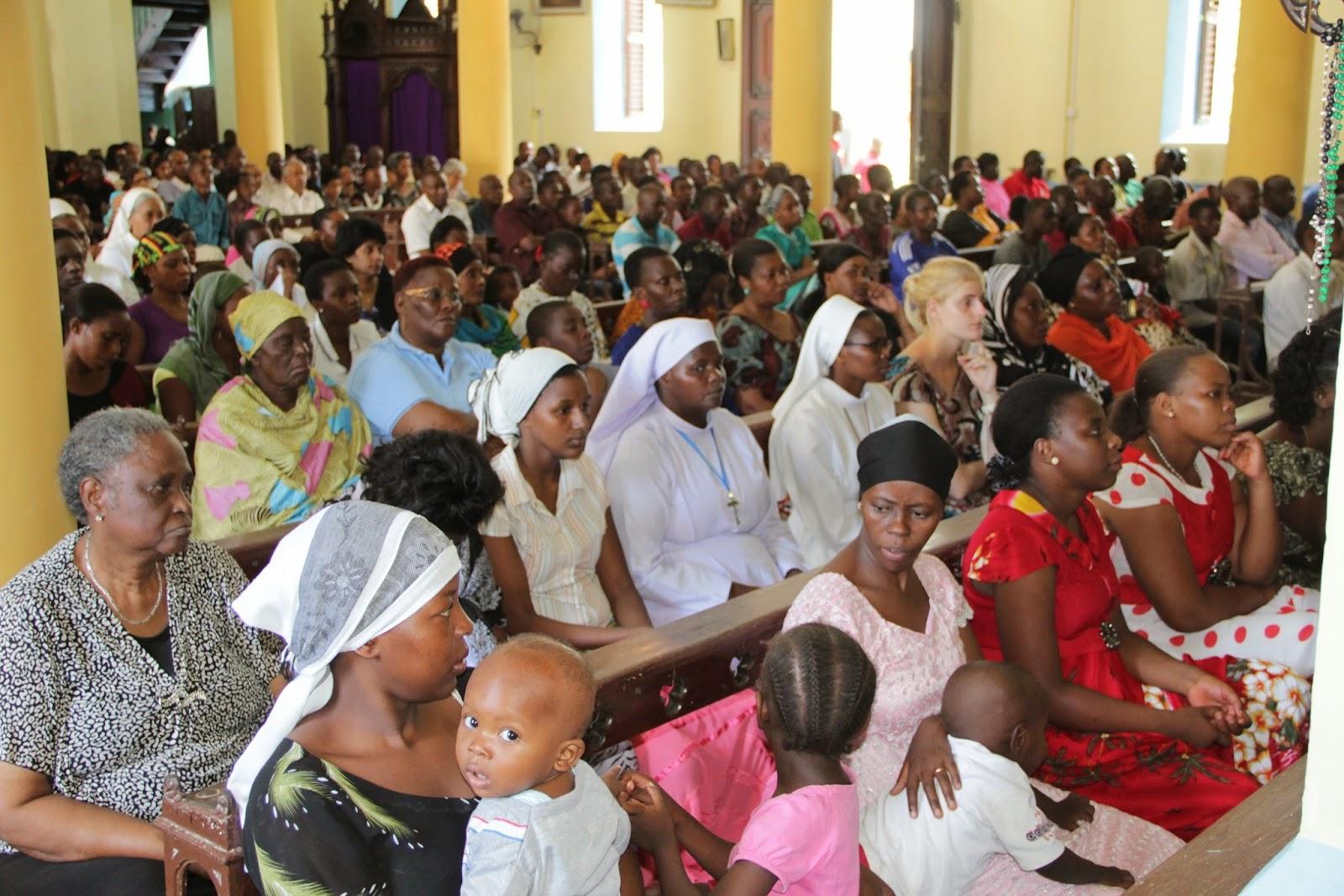 Picha za misa ya ibada ya Ijumaa RC Minara Miwili Zanzibar ~ wavuti