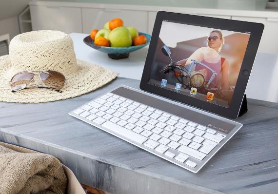 Solar Keyboard K760