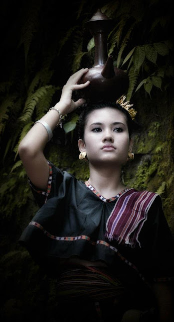 Lambung : Sasak Women Traditional Clothes