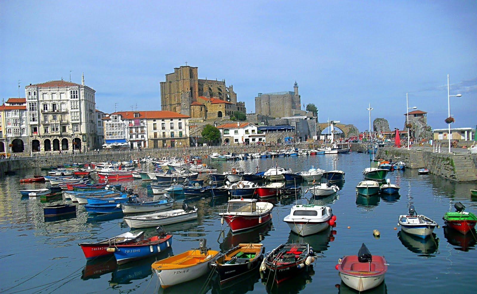 Resultado de imagen de Puerto pesquero de Castro Urdiales