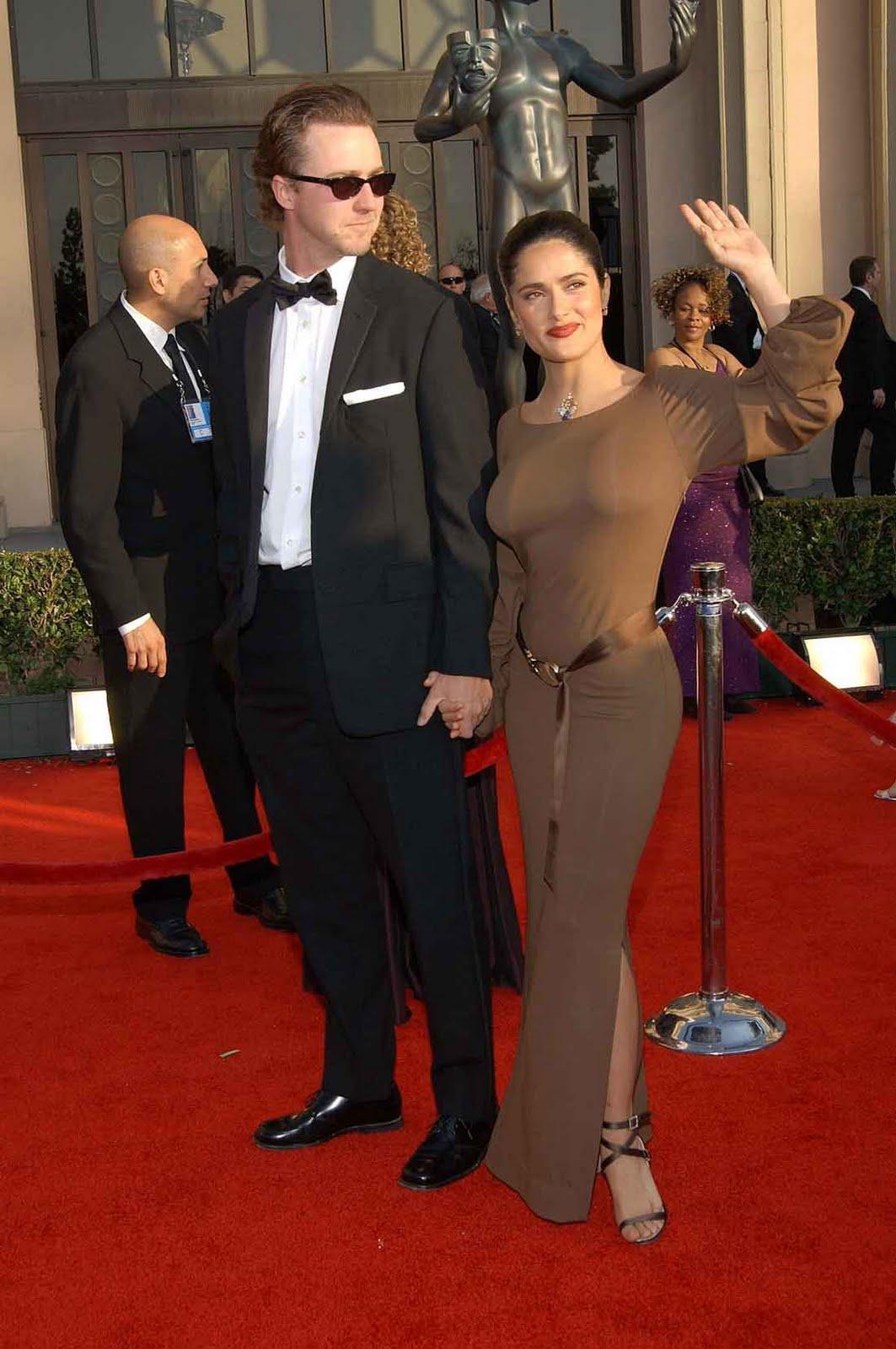 http://4.bp.blogspot.com/-CUiTPi7UPKA/Tfz-_dgvgOI/AAAAAAAAAtg/o4tszlRSNN8/s1600/Salma-Hayek-hot-dress7.jpg