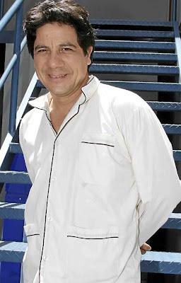 Bruno Odar de blanco