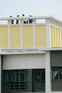 Edan Orang Singapura Ternyata Senang Melakukan Hubungan Intim di Atap Apartemen - www.iniunik.web.id