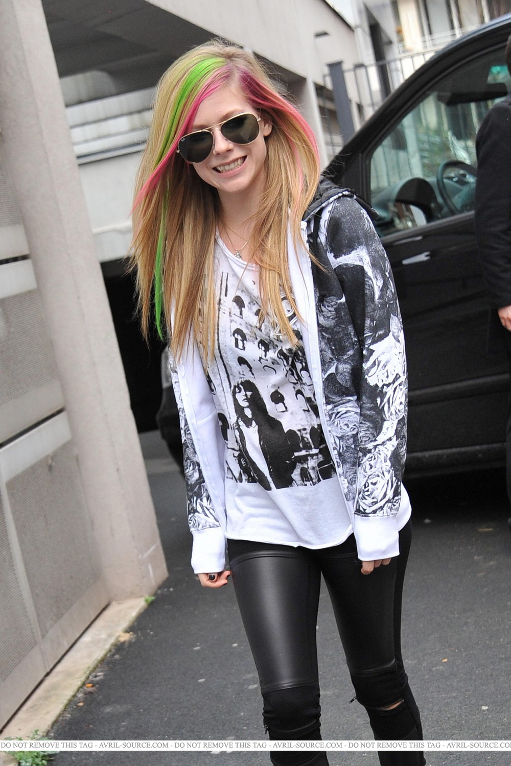 avril lavigne in tights beautiful pictures 2011