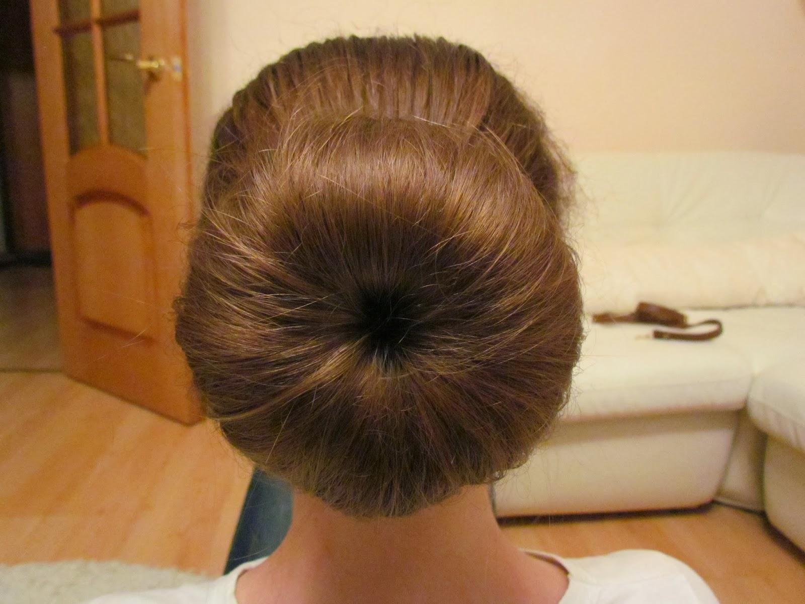 Прически с валиком для волос: 10 причесок своими руками 28
