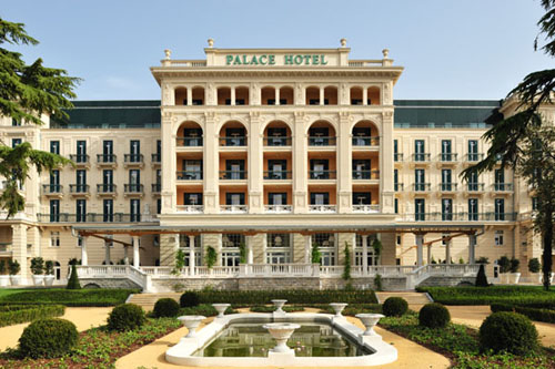 Stunning neoclassical palace hotel architecture design for Palace design homes