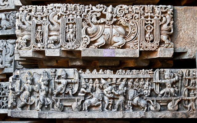 Sculptures of war scenes on the friezes