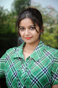 Swathi Glam photos in green-thumbnail-1