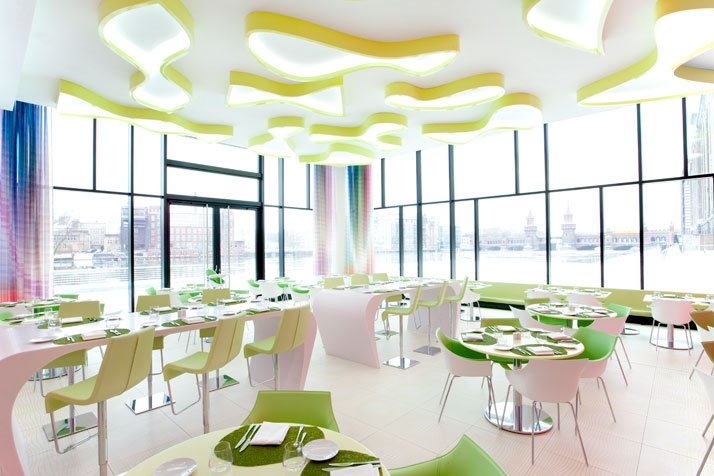 die wohngalerie nhow in berlin oder umgeben sie sich mit karim rashid design. Black Bedroom Furniture Sets. Home Design Ideas