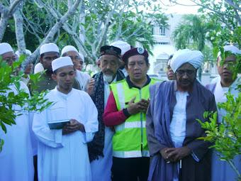 Helmi Assyafie bersama AL HABIB UMAR AL HAFIDZ