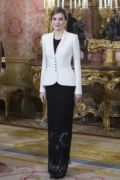 fashion assistance dña letizia repite varela y bolso
