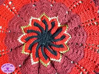 Tapete de crochê redondo com barrado
