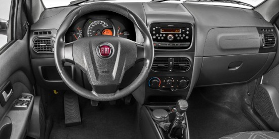 dentro do Fiat Siena EL 2013