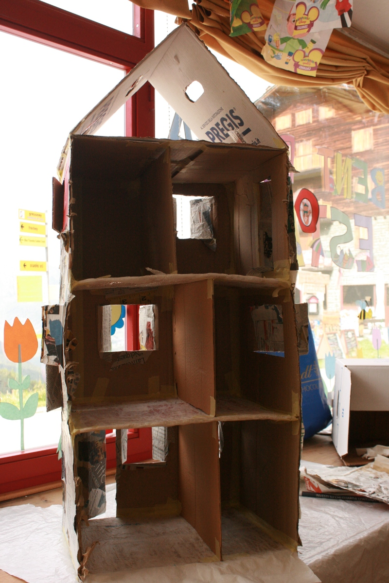 Maestra pippilotta casa delle bambole fai da te for Case facili da costruire