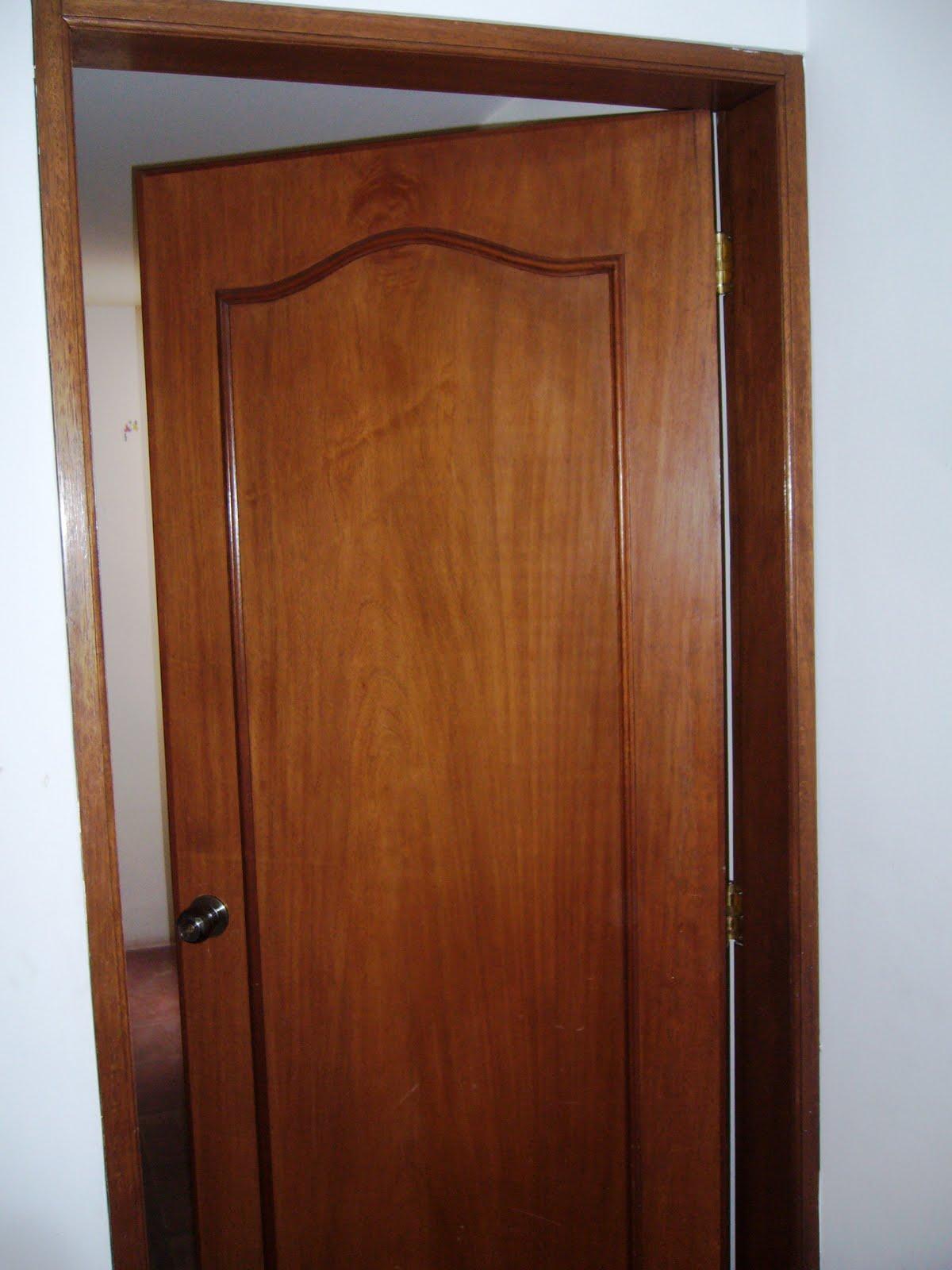 Remate de acabados puerta y marco cajon de cedro para for Modelos de puertas de madera para dormitorios