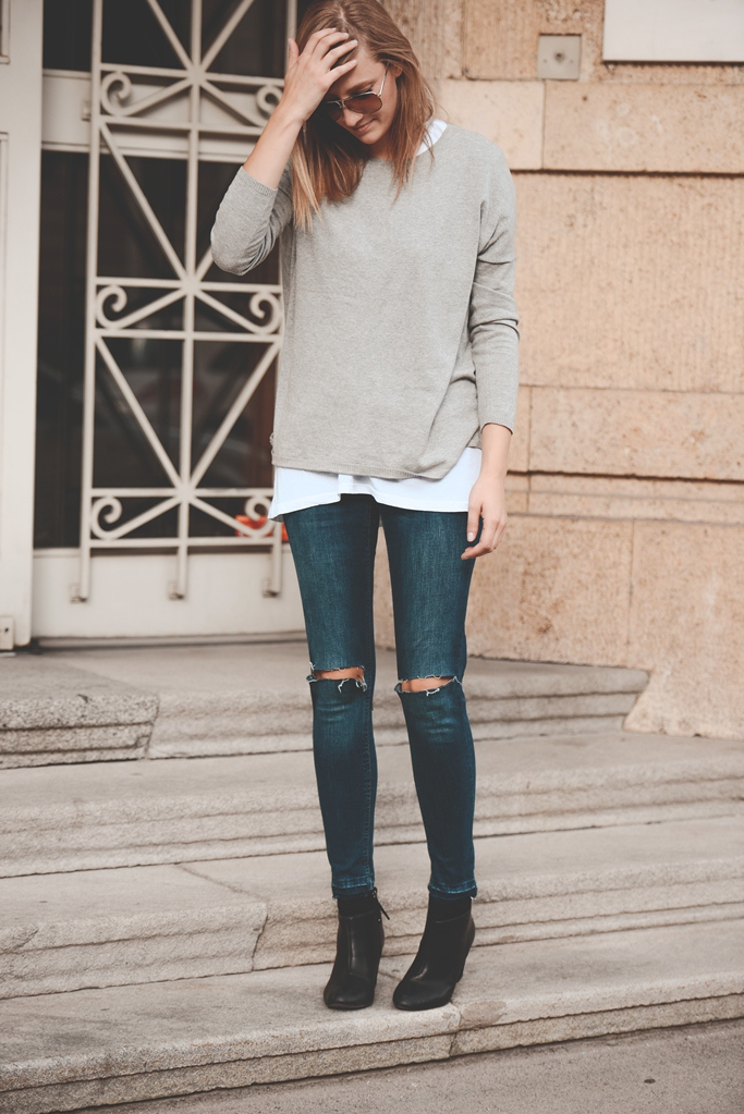minimalistic basic  outfit, layering, ripped knees, blogger