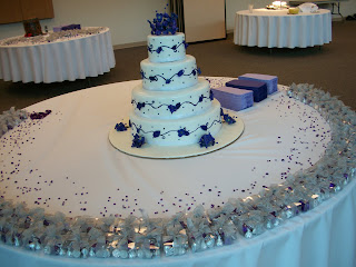 The wedding cake, surrounded by confetti