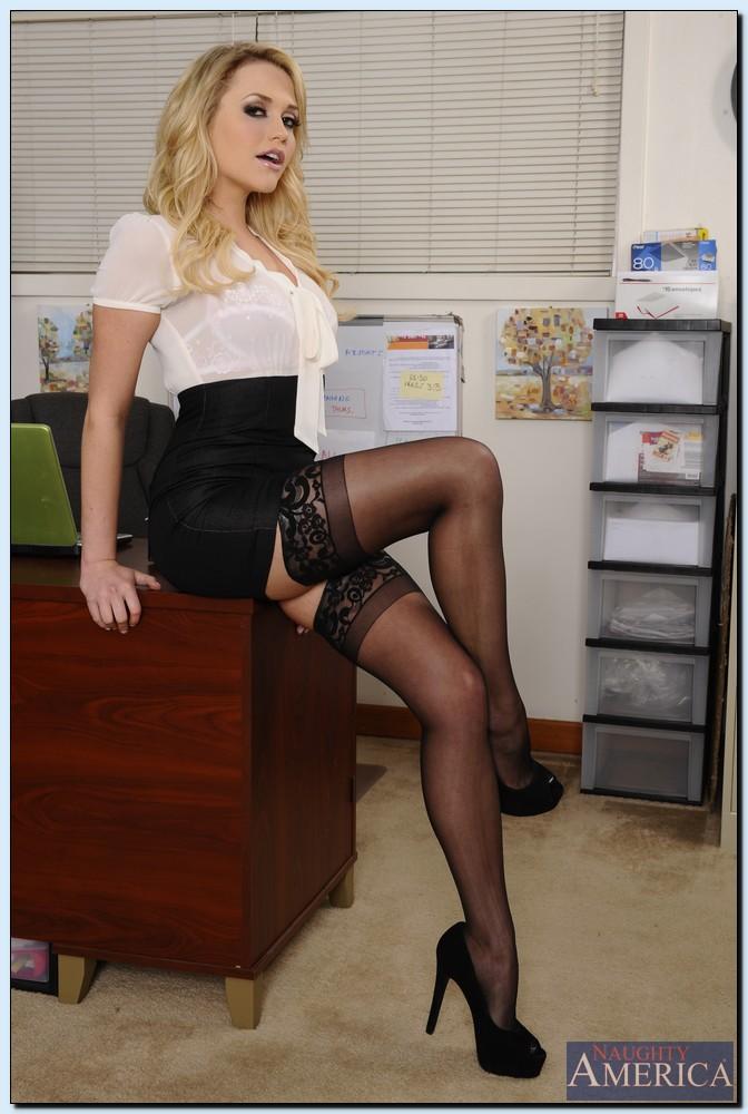 фото самые красивые голые учительницы в мини юбках