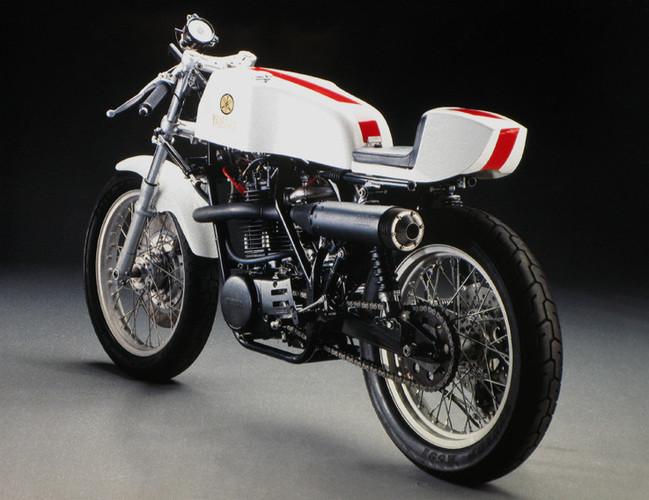 Machines de courses ( Race bikes ) - Page 8 Yamaha%2BKR%2B500%2BVicente%2BDesign%2B02