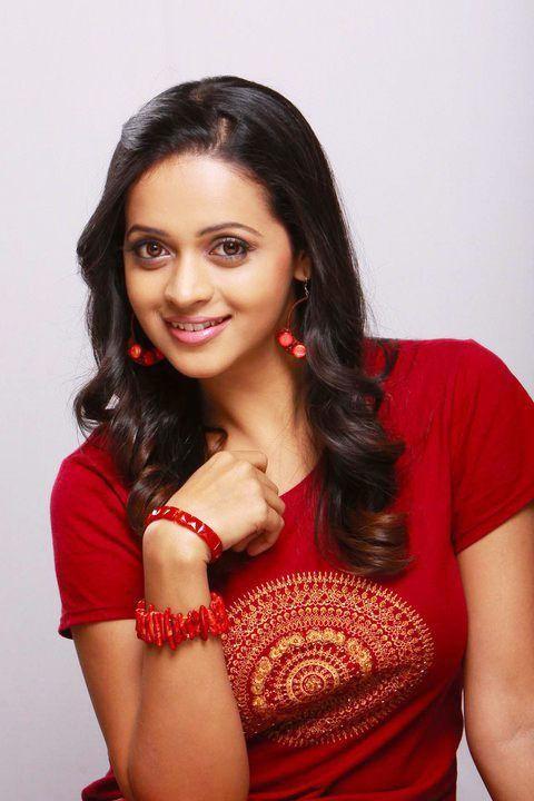 Bhavana Latest Stills  Bhavana New Pics  Bhavana Cute Photoshoots cleavage
